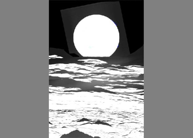 Восход Земли над лунным кратером Комптона. Фото NASA